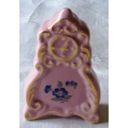 miniatura hodin z růžového porcelánu