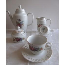 Čajový servis (6 šálků, 5 talířků, čajová konvice, cukřenka, konvička)